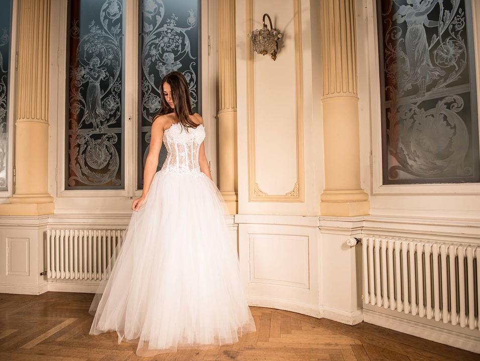 Come scegliere l'abito da sposa perfetto: alcune dritte