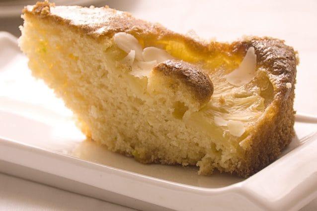 Torta all'ananas: la ricetta del dolce soffice e profumato