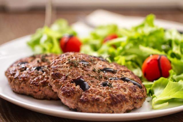 Hamburger di carne: la ricetta per farlo perfetto e gustoso