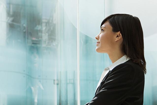 Distrarsi durante una riunione sognando ad occhi aperti è sintomo di intelligenza e creatività