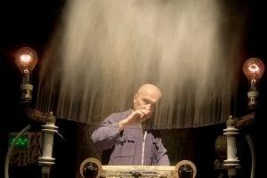 """""""Nikola Tesla. Lectures"""" Una performance ad alta tensione"""