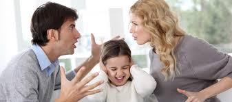 Si può evitare il mantenimento in caso di divorzio intestando la casa al figlio