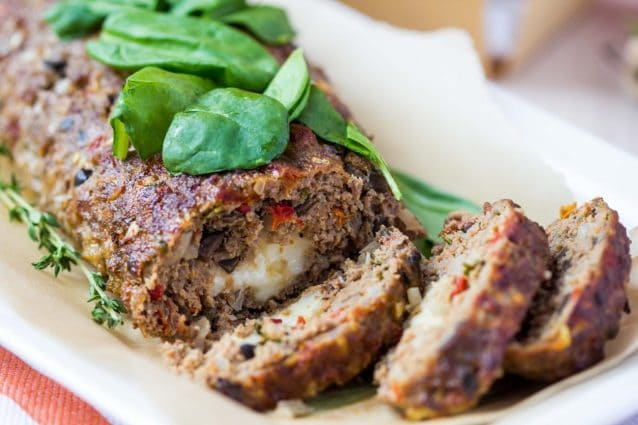 Polpettone di carne con verdure e olive: la ricetta del secondo sfizioso