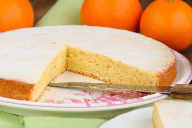 Torta all'arancia: la ricetta del dolce goloso dal profumo irresistibile